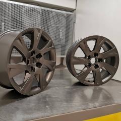 Oxidation weg......neue Farbe drauf..... #audi #WheelsRestorationUniques #felgenrestauration #Felgenreparatur #LowLab